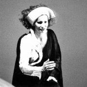 Eliana Fe 'Königin der Nacht'